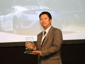 110369_HONDA_NSX_ENGINE_IS_THE_BEST_NEWCOMER_AT_INTERNATIONAL_ENGINE_OF_THE_YEAR